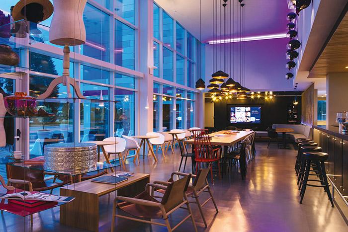Lancée à Milan Malpensa en 2014, Moxy a inscrit les aéroports dans son ADN. Rien qu'en 2017, la marque trendy de Marriott apparaîtra à Londres Heathrow, Édimbourg, Francfort, Stuttgart et Vienne.