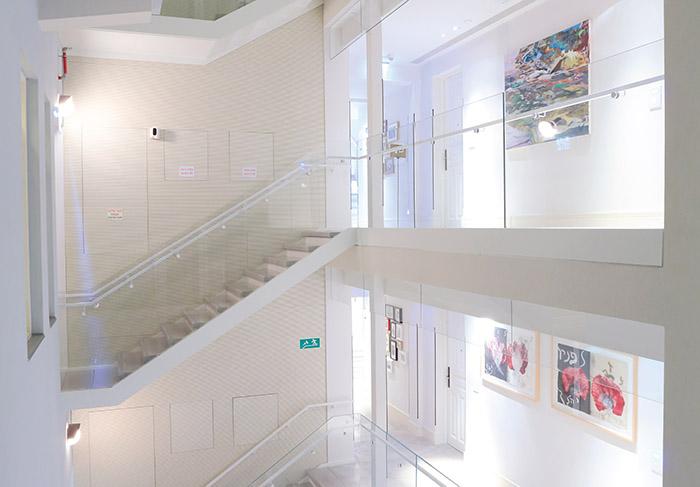 Conjonction de deux bâtiments Art Déco et Bauhaus merveilleusement rénovés, le très discret Norman magnifie l'héritage architectural de Tel-Aviv en renouvelant le chic glamour des années 1920. ©Ludovic MAISANT