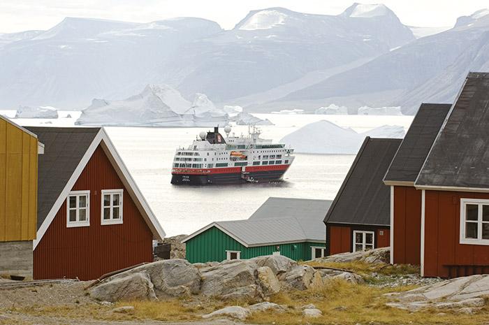 L'Express Côtier d'Hurtigruten remonte la Norvège jusqu'au cap Nord. Un voyage qui fait rêver les voyageurs bercés dans leur jeunesse par les récits d'aventures de Jack London.