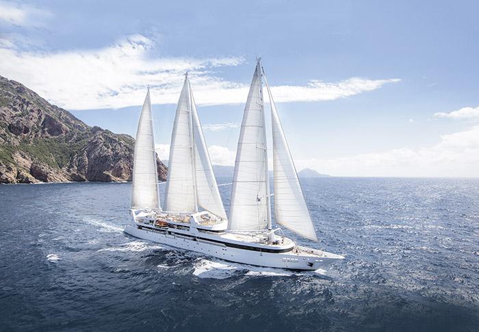Navire intimiste avec ses 32 cabines, le Ponant se privatise pour des croisières VIP.