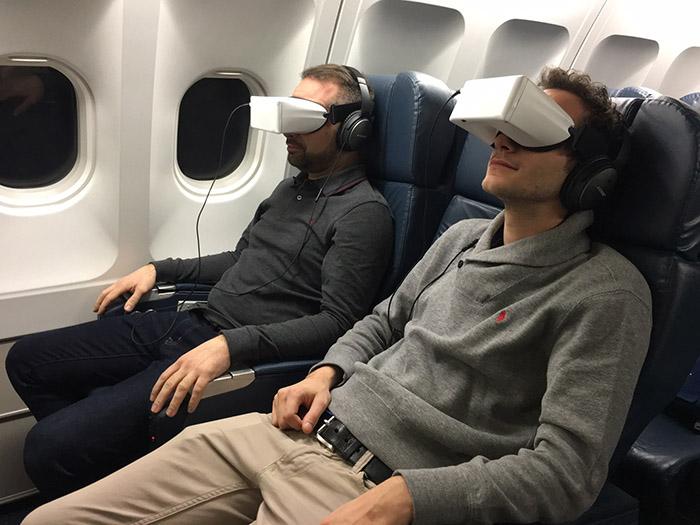 XL Airways propose à ses voyageurs des lunettes 2D et 3D pour des séances de cinéma immersives, pour un coût de location de 15 euros.