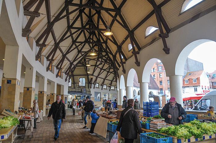 Le marché couvert, construit dans les années 30.