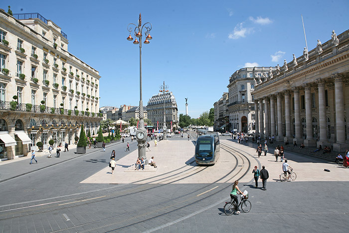 La place de la Comédie, entre opéra et Grand Hôtel.