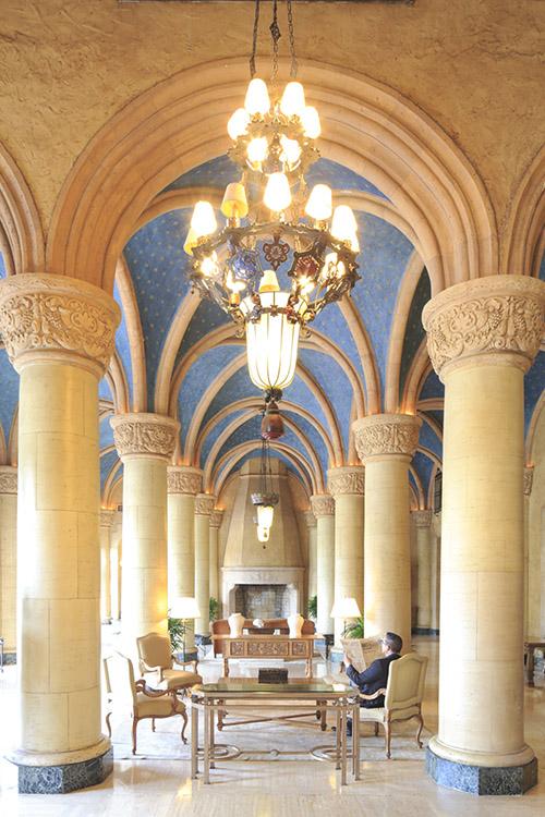 Avec son sublime décor de palazzo patiné par le temps, le Biltmore raconte l'opulence des années 30.