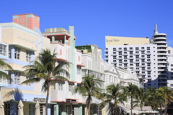 Sur Ocean Drive, les immeubles de style Art Deco témoignent de la période faste des années 30-40. Une aura que Miami est en train de retrouver aujourd'hui.