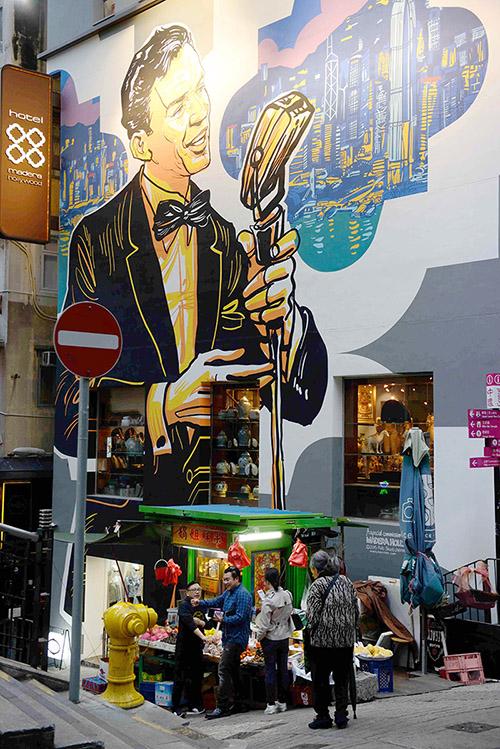 """Situé sur Hollywood Road, le boutique hôtel Madera joue opportunément la carte """"stars de cinéma"""" avec sa façade décorée de peintures de Frank Sinatra ou Charlie Chaplin."""