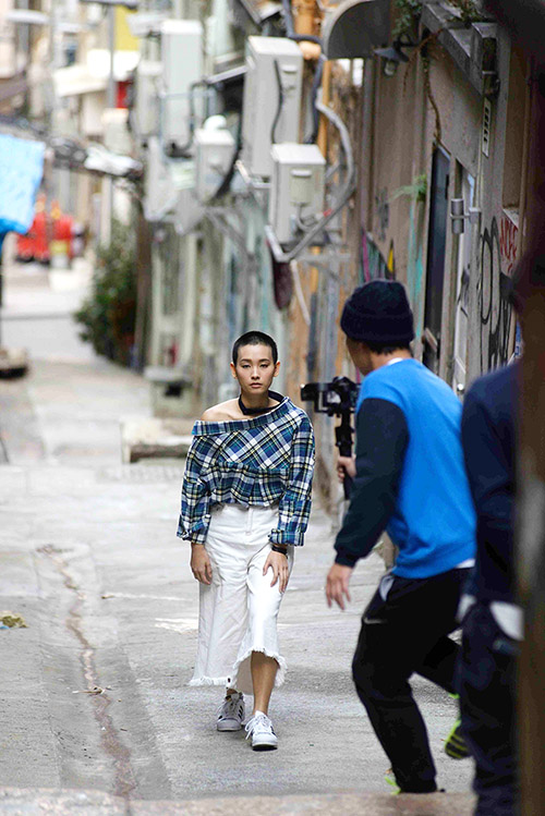 Anciennement bruyants et surpeuplés, longtemps terrain de jeu des trafiquants en tout genre, les alentours des rues Tai Ping Shan et Po Hing Fong attirent les jeunes urbains créatifs…