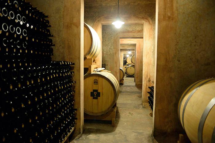 La Schola Sarmenti, une cave à vins chic où découvrir l'excellence des crus de la région.