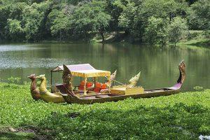 Gondoles sillonnant le canal Tonlé Oum, à Angkor