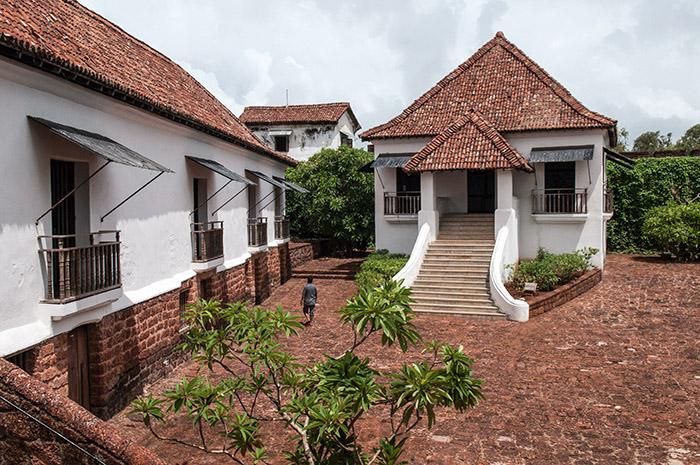 Première ligne de défense de la ville, le fort des rois mages – Reis Magos – et ses maisons de garnison ont été restaurés. Abritant un centre culturel, le lieu se privatise pour des événements.