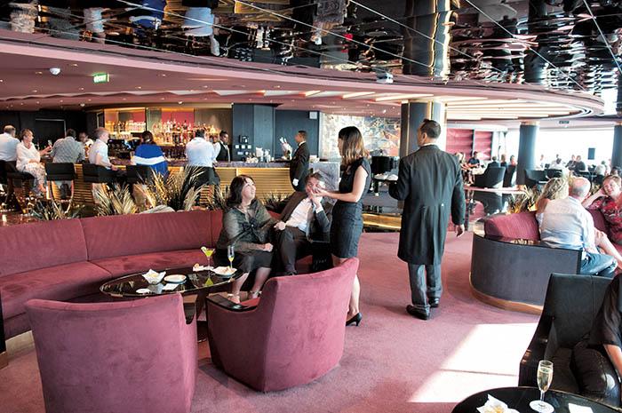 Espace plus intime, le yacht-club dispose d'un service dédié et peut être en partie privatisé.