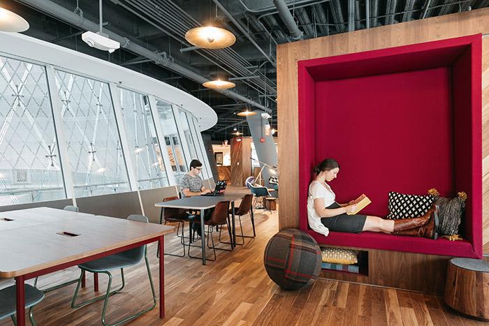 espaces de coworking la vie de bureau fa on millenials. Black Bedroom Furniture Sets. Home Design Ideas