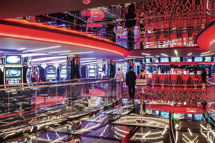 Aux accros aux machines à sous et aux tables de poker, le bateau propose aussi un condensé de Las Vegas avec son Casino Imperiale.