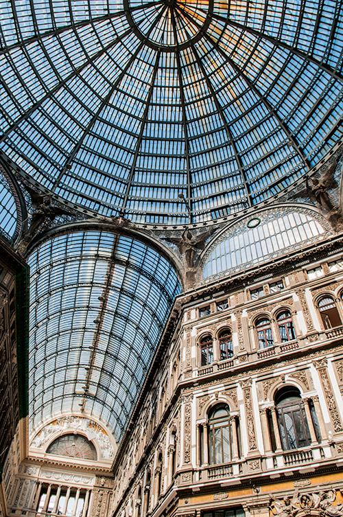 A Naples, la galerie Umberto I, au décor Belle Epoque très inspiré de celle de Milan
