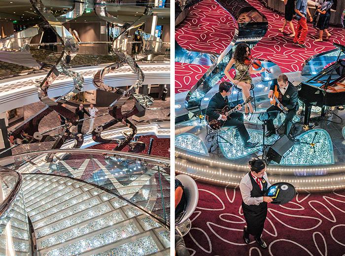 Desservant les 19 étages du bateau, le grand escalier brille de cristaux Swarovski. À ses pieds, des musiciens accompagnent les balades en soirée.
