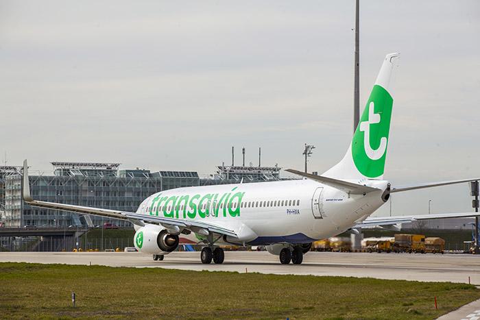 À travers Transavia, Air France-KLM entend attirer la clientèle à la recherche de tarifs légers, légers.