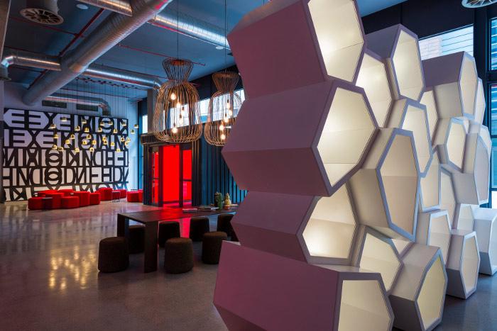 Jeune et design, la marque Radisson Red compte un nouvel établissement au Cap, en Afrique du Sud.
