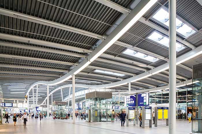 Depuis la gare centrale, Utrecht est reliée en une demi-heure aux autres villes de la Randstad.