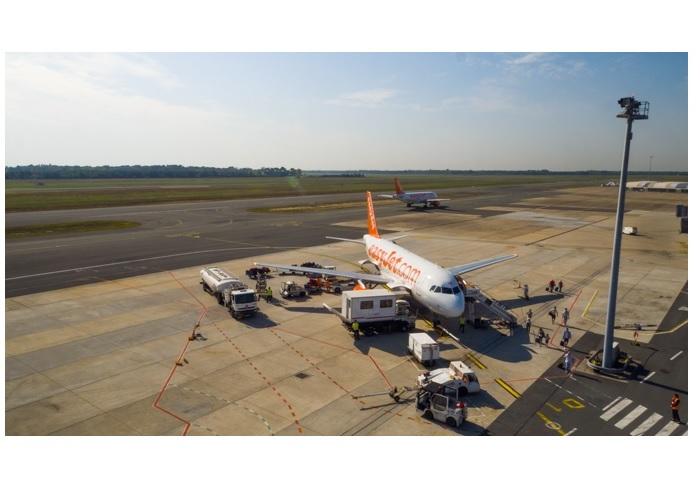 easyJet Vue du terminal billi de l'aéroport de Bordeaux d'un avion easyJet