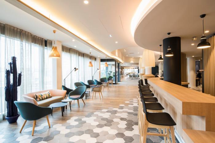 Holiday-Inn-Express-Paris-CDG-lobby