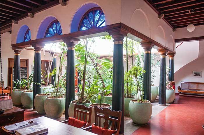 Préservant lui aussi le patrimoine, le boutique hôtel Maison Perumal s'est installé dans l'ancienne demeure d'une riche famille tamoule.
