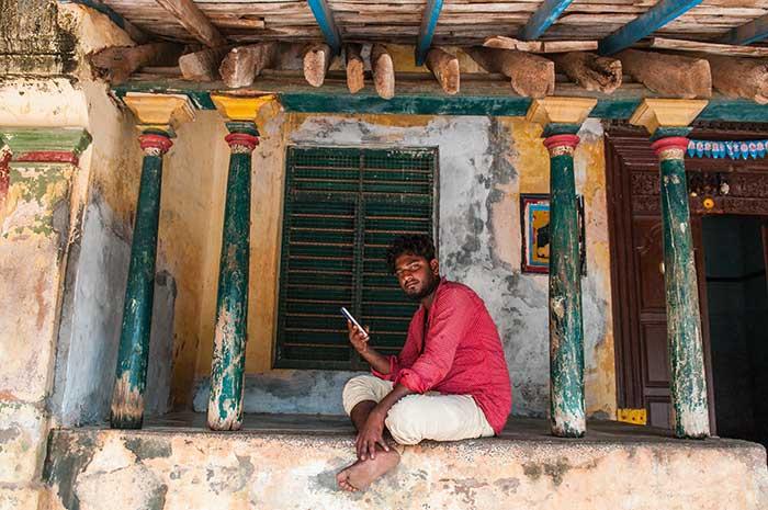 Le charmant passé de Pondichéry surgit des murs décrépis d'une maison coloniale. Mais, entre nostalgie et technologie, la jeunesse locale se tourne vers l'avenir.