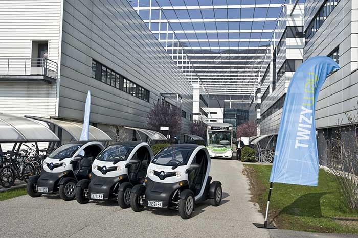 Des véhicules électriques Twizy de Renault en autopartage, des navettes électriques pour relier les transports en commun : à Grenoble, le centre du CEA a mis en place un plan de déplacements ambitieux. © DR