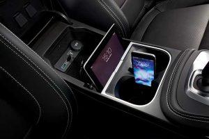 Jaguar E-Pace : Un petit SUV premium se doit de répondre aux exigences de clients sensibles à ses côtés high-tech. Jaguar l'a bien compris avec son tout récent E-Pace, à l'interface configurable, hotspot Wi-Fi 4G, compatibilité iOS et Android, et d'autres services connectés comme une alerte à distance si le véhicule est fracturé. © Jaguar