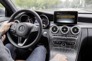 Nouvelle Mercedes-Benz Classe A : La petite Mercedes connaît un grand succès auprès des flottes d'entreprise depuis sa précédente génération. Le nouveau modèle innove surtout dans son habitacle, arborant un écran panoramique et une interface très avancée, complétée d'un assistant personnel intégré. Une première. © Mercedes