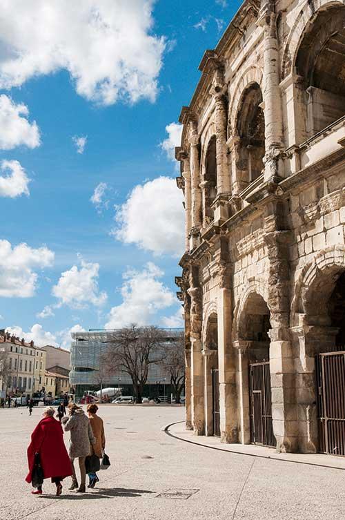 Les arènes de Nîmes sont sans doute les mieux conservées au monde. Elles s'animent chaque année lors de la feria de la Pentecôte ou de reconstitutions historiques.
