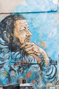 Sète s'envisage en ville galerie, proposant dans ses rues des balades jalonnées d'œuvres de street art (Ici, la fresque Le Penseur de Sète, de C215). ©Photos Alain Parinet