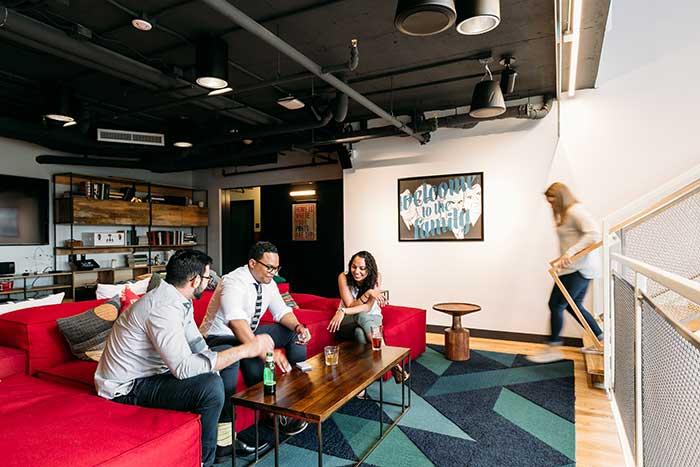 Le co-living, suite logique du co-working ? Parmi les grands acteurs des espaces de travail partagé, WeWork a lancé à New York des résidences très affairées, baptisées WeLive. © WeWork