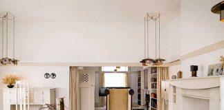 Au sein de l'Hunterian Museum, la Mackintosh House présente les appartements privés de l'archi-tecte-designer Charles Rennie Mackintosh, reconstitués avec leurs meubles d'origine. Bureau stylisé, chaise au long dossier – sa signature –, table aux lignes épurées : l'ensemble, d'une grande légèreté pour le début du XXe siècle, ne déparerait pas dans les intérieurs actuels. © DR
