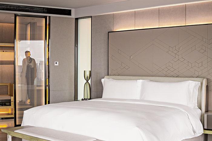 Les chambres de l'InterContinental Sanlitun associent un décor sobre et élégant aux dernières nouveautés high-tech, notamment un éclairage destiné à atténuer la fatigue due aux décalages horaires.