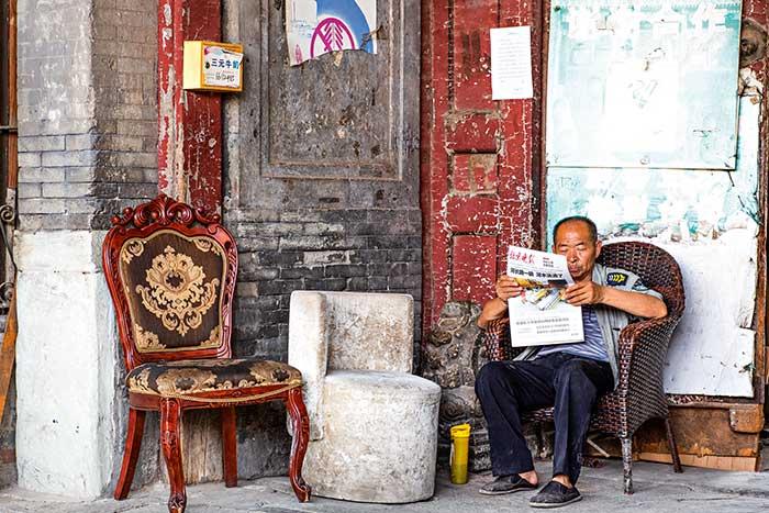 Les hutongs, ruelles entrelacées bordées de maisons traditionnelles aux cours carrées, recèlent – pour combien de temps encore ? – l'âme du vieux Pékin.