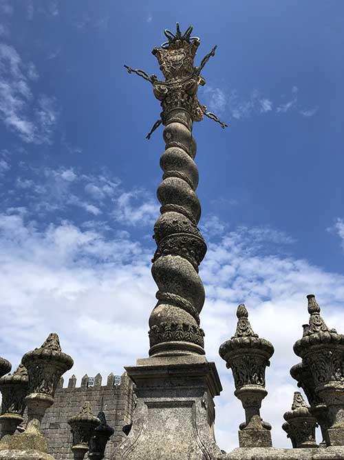 Le pilori de Porto ou pelourinho. Autrefois les criminels y étaient attachés, humiliés et fouettés, quelquefois jusqu'à ce que mort s'en suive