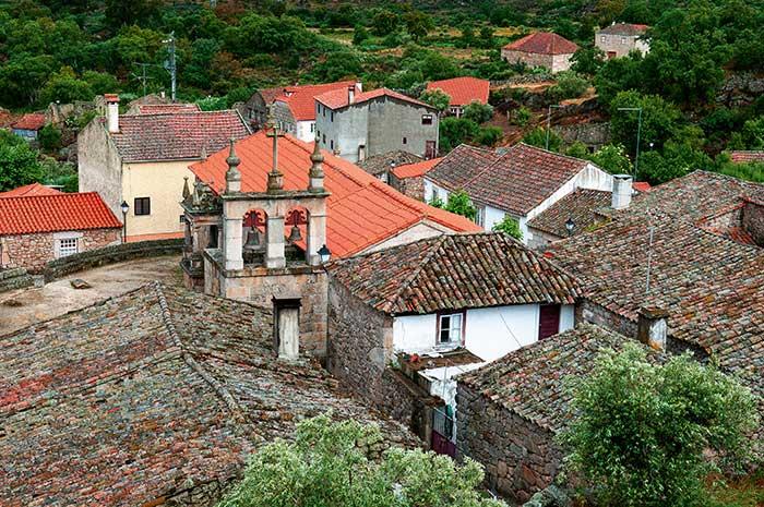Les murs de Marialva racontent l'histoire du Portugal. Peuplé par les premiers Lusitaniens, ce village médiéval a été conquis par les Romains, puis par les Maures, avant que la Reconquête ne le ramène dans le giron portugais.