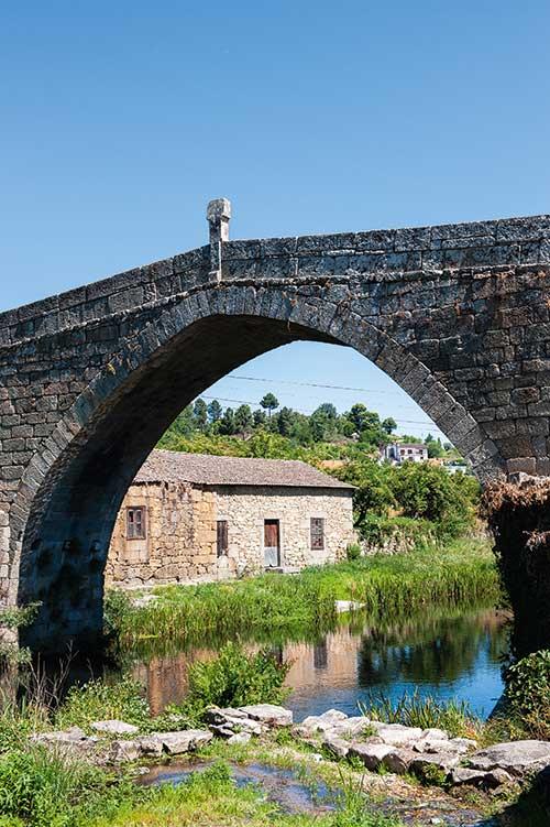 Autre trace du Moyen-Âge, le pont gothique d'Ucanha.