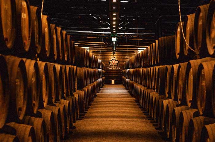 Fondée il y a plus de quatre siècles, la maison Taylor's ouvre ses chais pour une découverte ludique et interactive des secrets d'un vin d'exception.