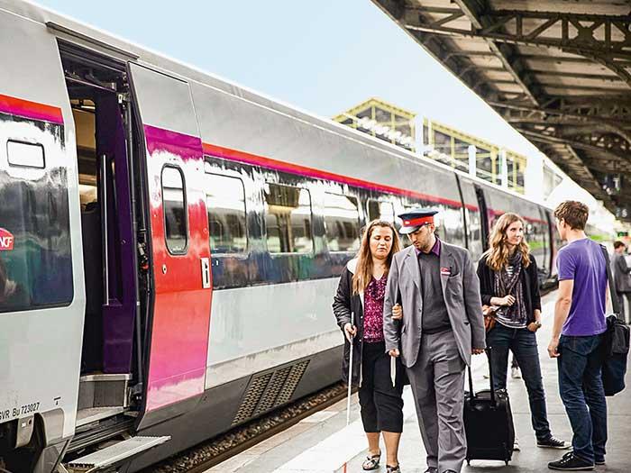 La SNCF a développé des services pour accompagner ces voyageurs et adapte les équipements de ses gares – 164 seront rendues accessibles d'ici 2024 – ainsi que son matériel roulant. © SNCF© SNCF