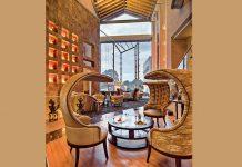 Incarner l'esprit africain, célébrer la créativité, la mode, l'art et le design : le Tribe Hotel de Nairobi met en lumière la volonté de son propriétaire, la famille Ehsani, à travers une architecture contemporaine où le granit et le marbre tempèrent les tons chauds de l'Afrique, où les ?uvres d'art se marient avec une nature luxuriante.© Design Hotels