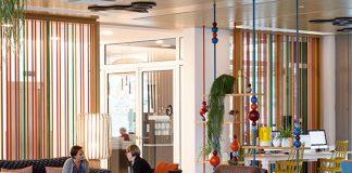 Un hôtel pour millenials dans une ville éternellement jeune d'esprit. L'association était évidente, et c'est ce que propose le Capri by Fraser qui agrémente ses espaces communs, comme ses appartements longs séjours, de touches design colorées.