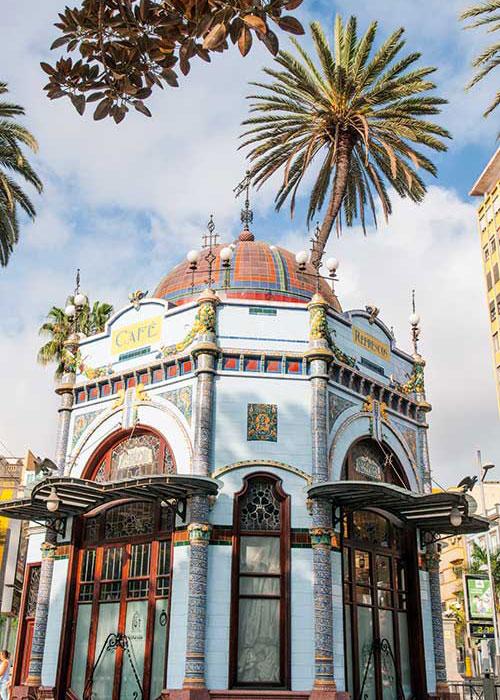 Comme toutes les grandes villes d'Espagne, Las Palmas de Gran Canaria a vu ses artères bourgeoises se mettre au Modernisme au XXe siècle.