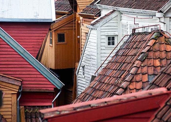 Avec ses 62 édifices historiques et sa structure urbaine compacte, Bryygen est un exemple unique d'architecture médiévale, classé à ce titre à l'Unesco.