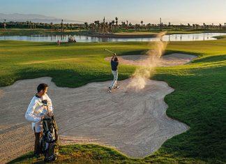 Le massif de l'Atlas en toile de fond, un parcours piqueté de palmiers, du soleil même en hiver : à Marrakech, le golf du Fairmont Royal Palm combine tous les éléments clés pour des évasions golfiques et corporate.