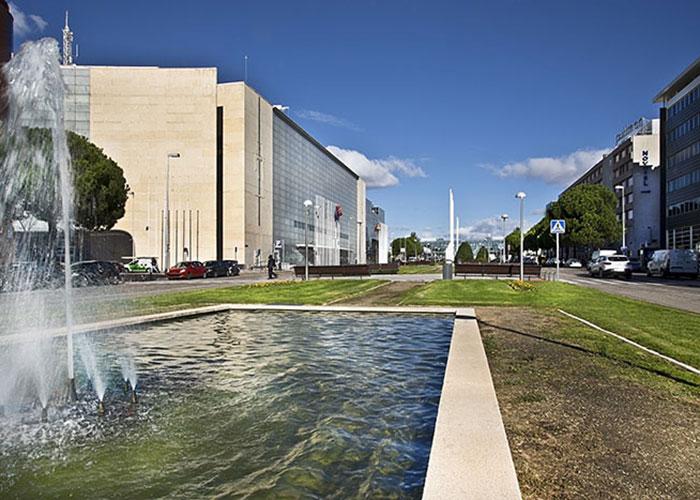 Madrid – à l'image du World ATM Congress, qui a élu domicile dans la capitale espagnole jusqu'en 2022, les grands événements trouvent à Madrid plusieurs atouts, avec une desserte aérienne optimale et de grands lieux de réunion, l'IFEMA tout près de l'aéroport et le palais des congrès en centre-ville.