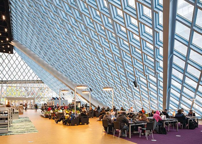 Une ville high-tech et digitale, mais qui laisse toute sa place au livre et aux media, anciens comme nouveaux, avec sa Central Library, ouverte en 2004 et dessinée par le cabinet OAM de Rem Koolhaas.