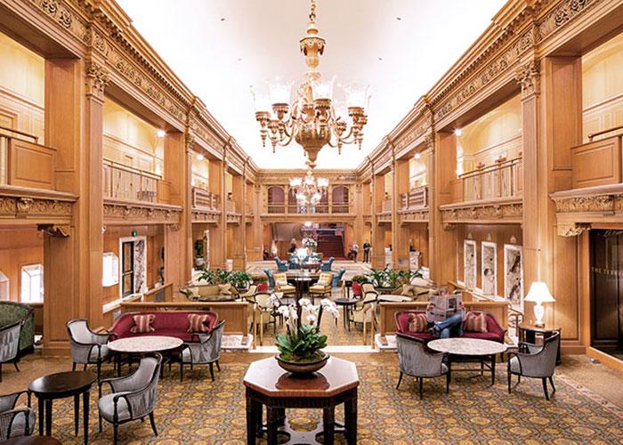 L'Olympic Hotel marquera le début de l'essor hôtelier de la ville, paquebot de luxe de style néo-Renaissance, très en vogue au cours des années 1920.