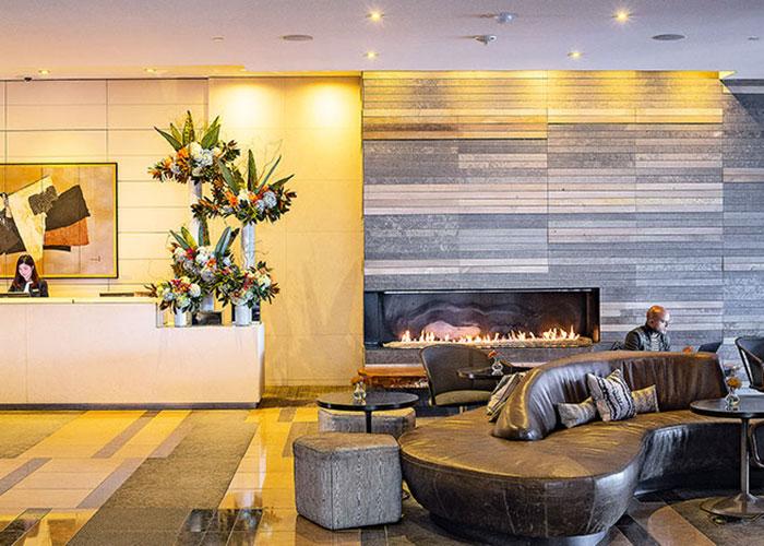 Au bord de la baie d'Elliott, le Four Seasons diffuse un luxe chaleureux et contemporain.