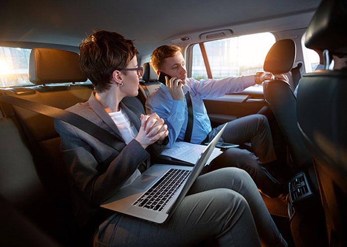 Les VTC ont secoué le marché de la mobilité urbaine et se sont rapidement fait une place dans le voyage d'affaires à côté des taxis traditionnels.© Lucky Business-shutterstock